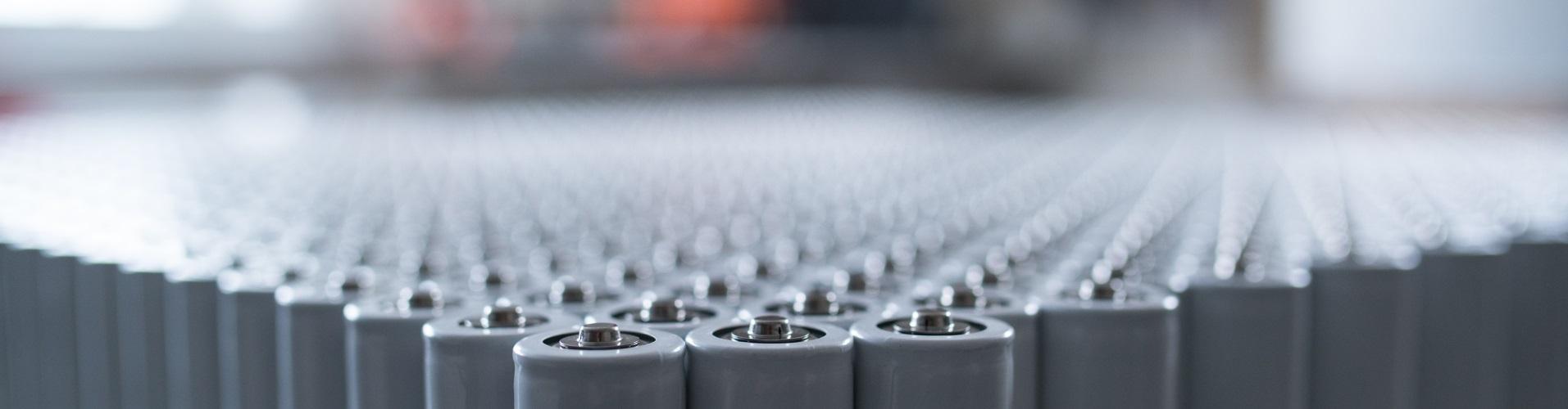 Litium Ionen Akkus des Typs 18650 aufgereit.