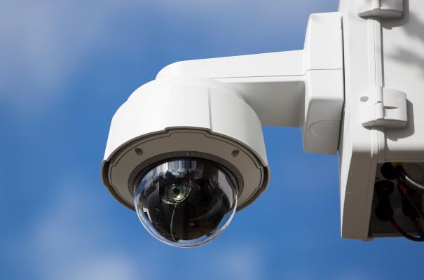 Überwachungskamera mit 360° Sichtfeld und USV.
