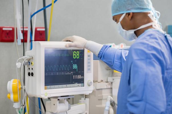 Alle Lebenswichtigen technischen Geräte in Krankenhäusern sind mit einer USV auusgerüstet.